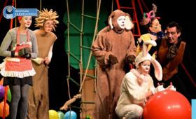 Holdvilág Kamaraszínház - Segítség, ember!