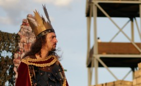 Újpest Színház, Ady Endre Művelődési Ház - Urunk László! Téged áld...