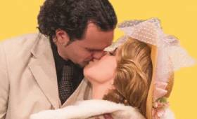 Vidám Színpad - Egy csók és más semmi