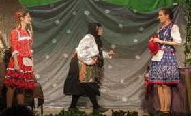 Kőrösi Csoma Sándor Kőbányai Kulturális Központ - Holle anyó segít - népzenés téli mesejáték